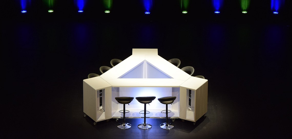 mobilier de studio tv, table modulable pour plateau TV, mobilier pour studio télé interne, mobilier pour webTV, mobilier pour émission TV