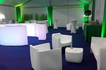 location fauteuil, blanc, désign, scenographie, chapiteau