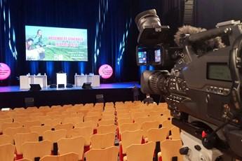 location, desks, scène, tribune, table, AG, assemblée générale, scenomob, scénomob, Vendée, Les Sables d'Olonne, La Roche sur Yon, Angers, Nantes, Cholet, La Rochelle, Niort, Bressuire