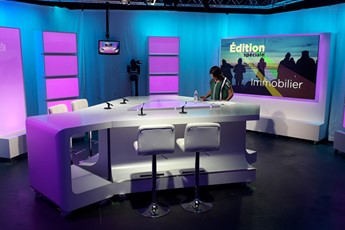 plateau TV sur mesure, agencement d'un plateau télé, scénographie TV, décor TV, Télénantes, design d'espace, design TV, table de télévision, table TV, scenomob, mobilier TV, mobilier sur mesure
